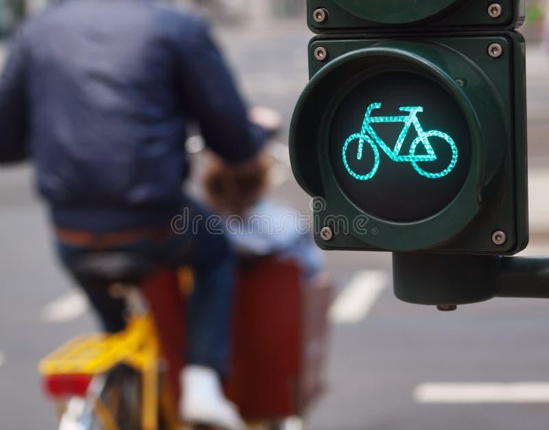 ljus teckentrafik för cykel royaltyfria bilder