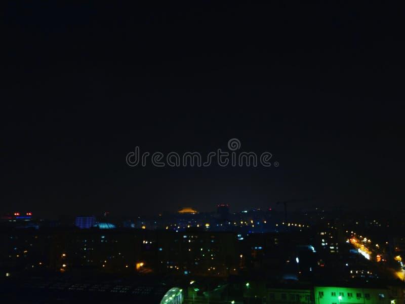 Ljus upp till Bucharest royaltyfria foton