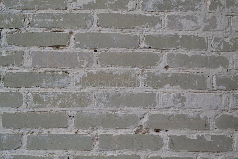 Ljus vit eller grå tegelstenvägg av den antika kyrkan Texturtapetbakgrund smutsig gammal vägg Tappningstruktur royaltyfri fotografi