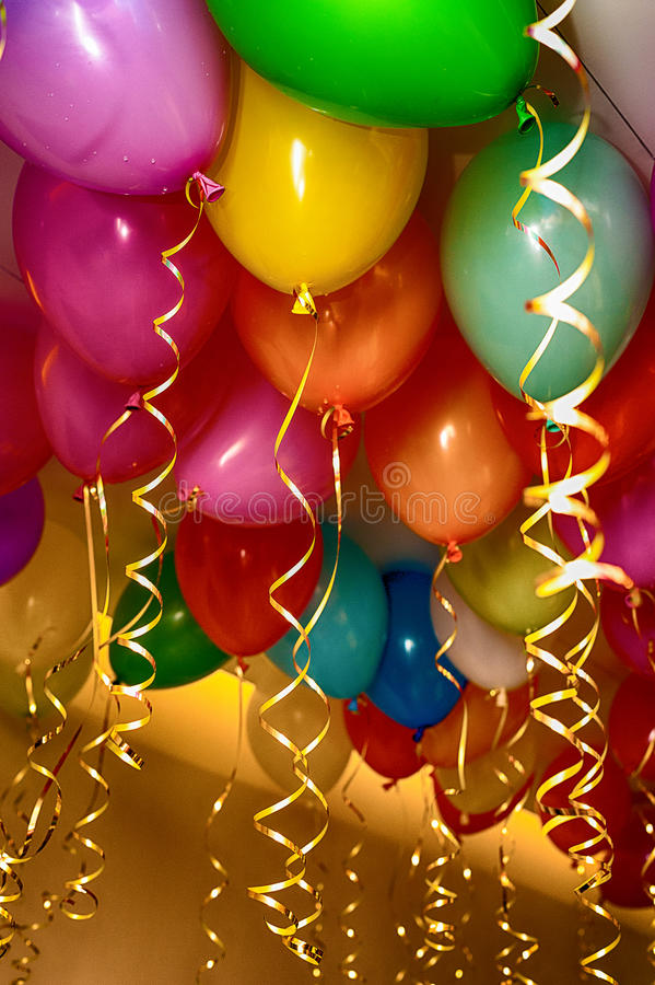 Ljusa ballonger under taket arkivfoton