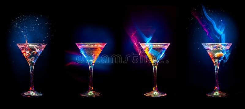 Ljusa coctailar i exponeringsglas royaltyfri bild