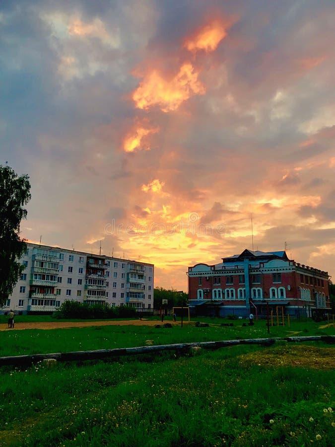Ljusa färger på solnedgången arkivfoton