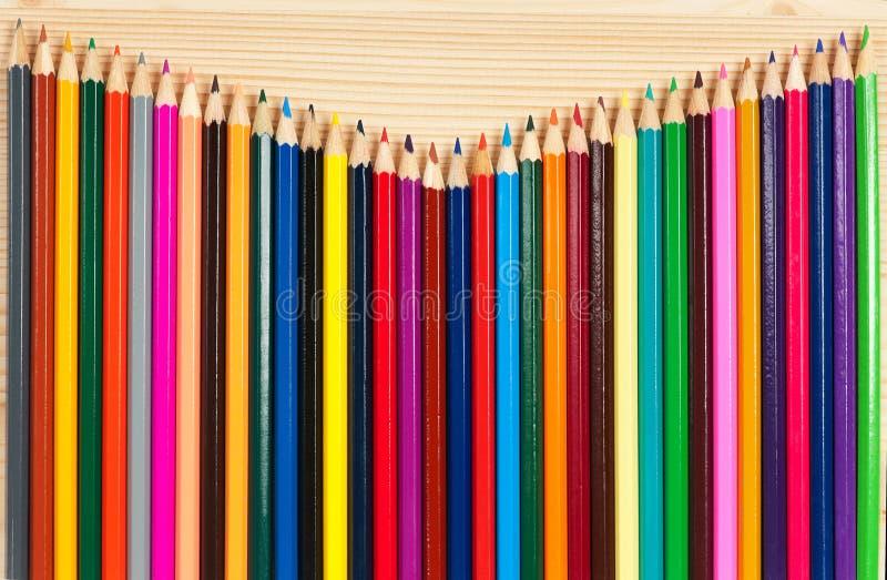 Ljusa färgrika blyertspennor royaltyfri foto