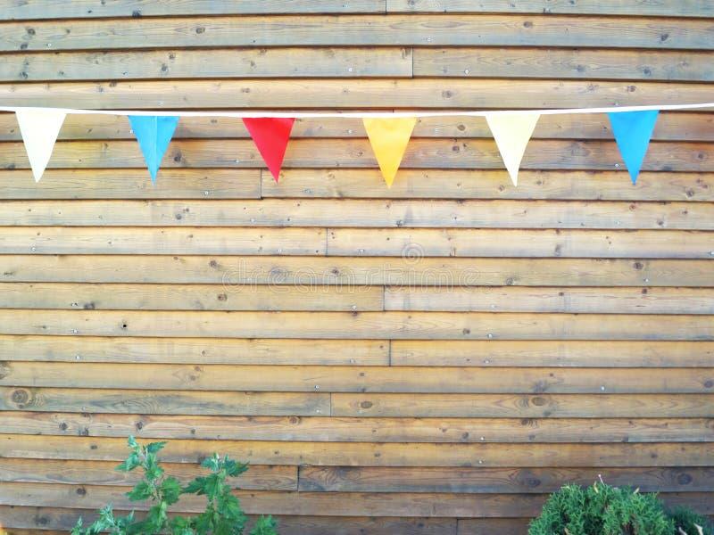 Ljusa färgrika flaggor på ett rep royaltyfria foton