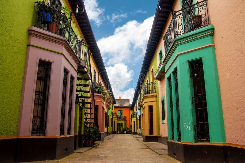 Historiska färgrika byggnader royaltyfri bild