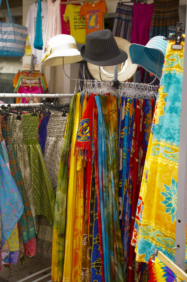 Ljusa kulöra kläder arkivbild