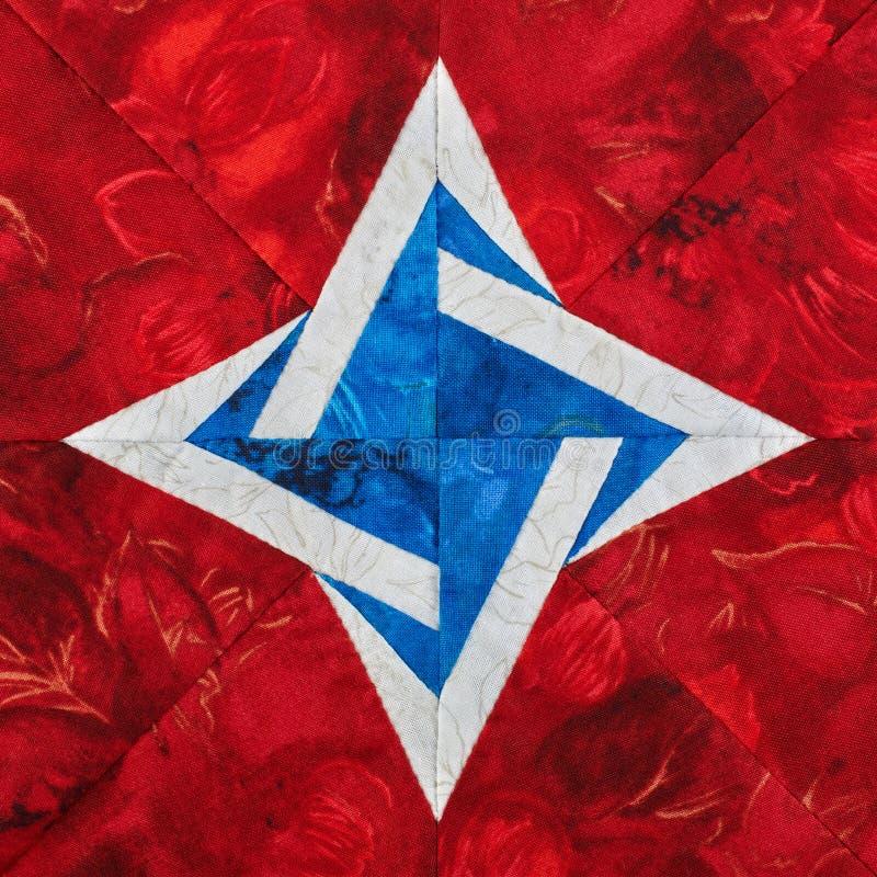 Ljusa kvarter för röd-vit-blått fyra spetsigt stjärnapatchwork från stycken av tyger, detalj av täcket vektor illustrationer