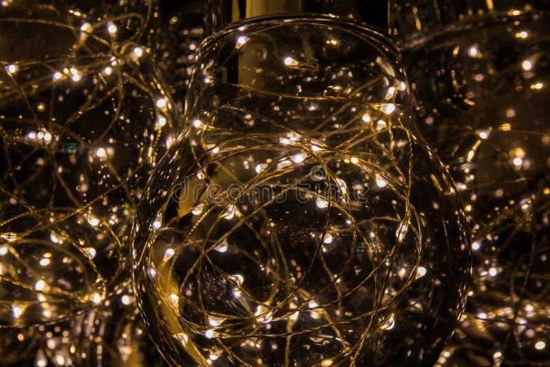 Ljusa lampor på mörk bakgrund royaltyfri foto