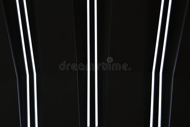 Ljusa ljusa linjer på en svart bakgrund arkivbild
