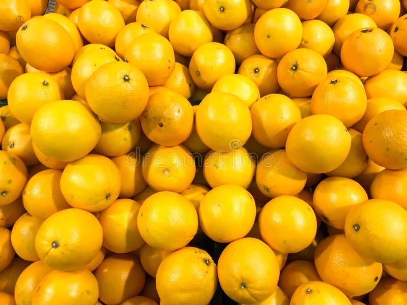 Ljusa ljusa tangerin för härlig gul naturlig söt smaklig mogen mjuk runda, frukter, clementines Texturera bakgrund arkivbild