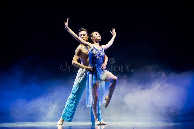 Ljuset av denkines folkdansen arkivfoto