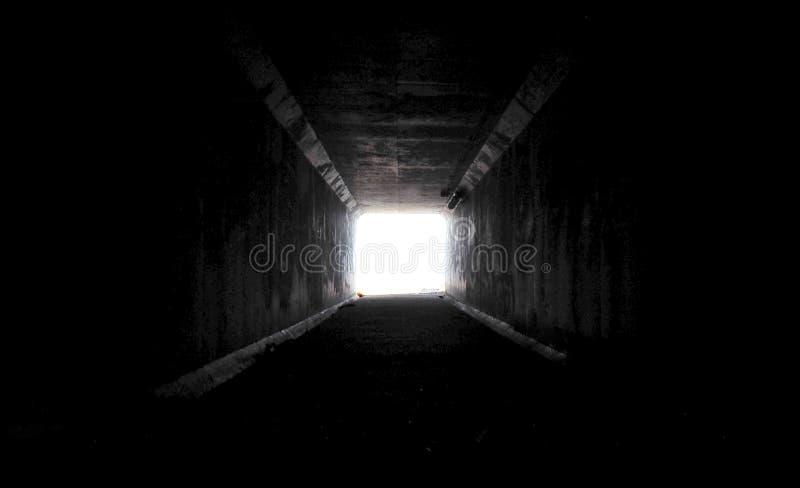 Ljuset på slutet av tunnelen royaltyfri bild
