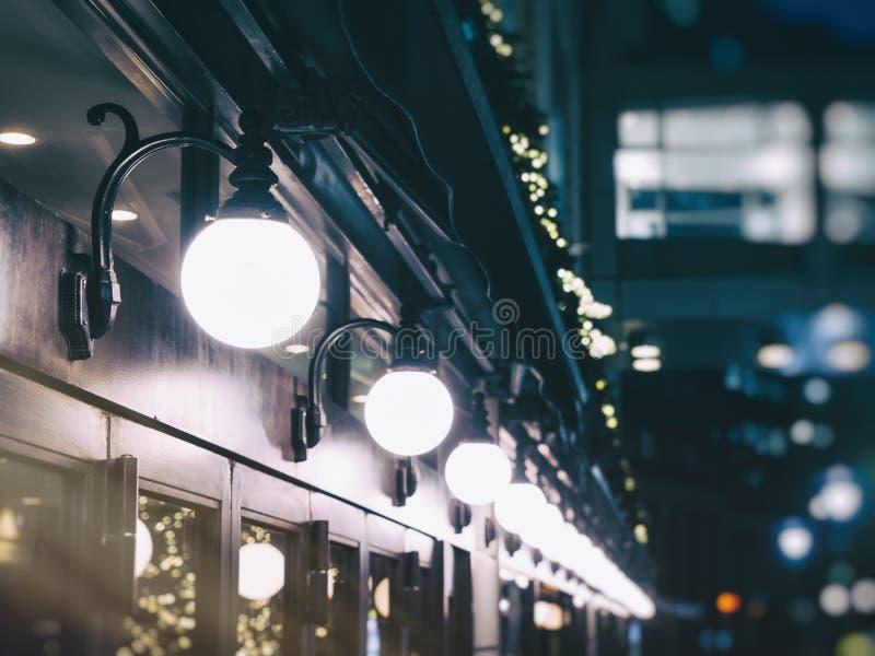 Ljusgarnering shoppar signal för tappning för främre händelsefestival utomhus- fotografering för bildbyråer