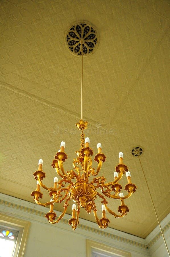 Ljuskrona av Sultan Abu Bakar State Mosque i Johor Bharu, Malaysia royaltyfri bild