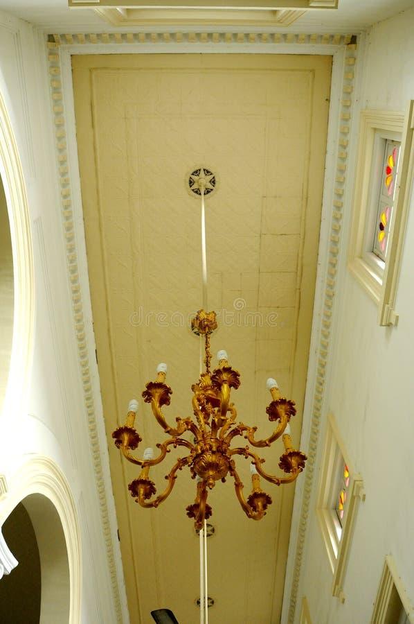Ljuskrona av Sultan Abu Bakar State Mosque i Johor Bharu, Malaysia royaltyfri fotografi