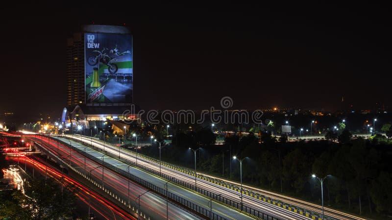 Ljusslingor av blått område Islamabad arkivfoton