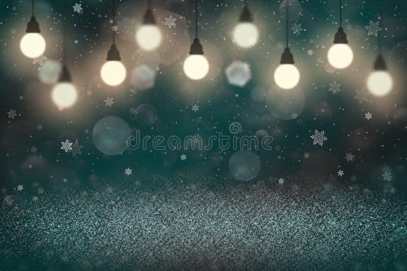 Ljust - den blåa trevliga briljanten blänker bakgrund för defocused bokeh för ljus abstrakt med ljusa kulor, och fallande snöflin royaltyfria foton