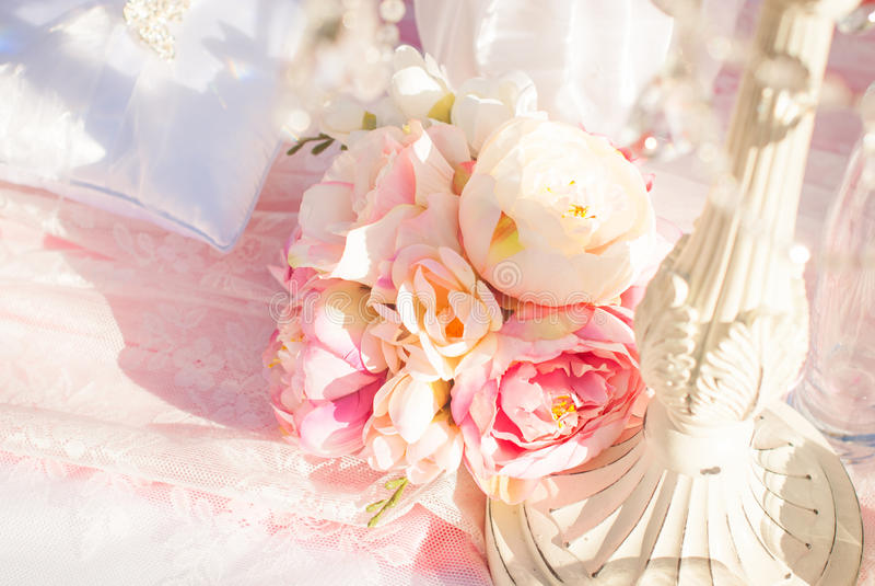 Ljust lyxigt bröllop blommar bakgrund arkivfoton