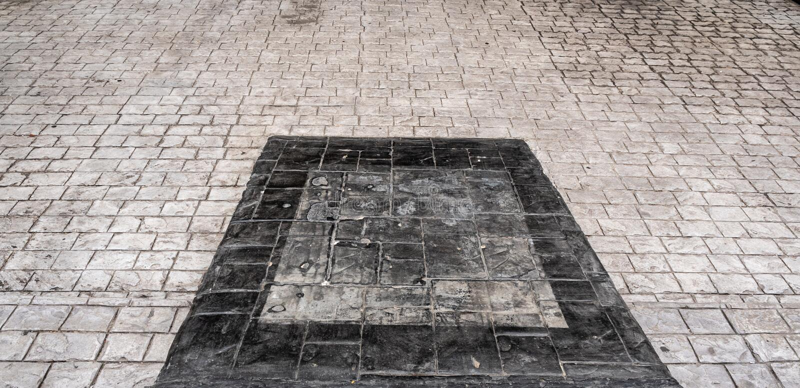 Ljust och mörkt konkret golv arkivbild