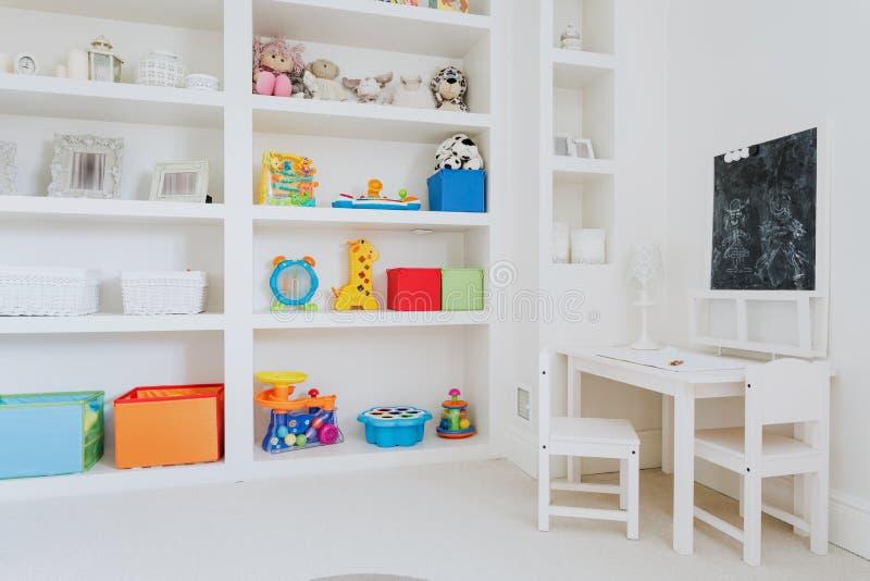 Ljust rum för barn fotografering för bildbyråer