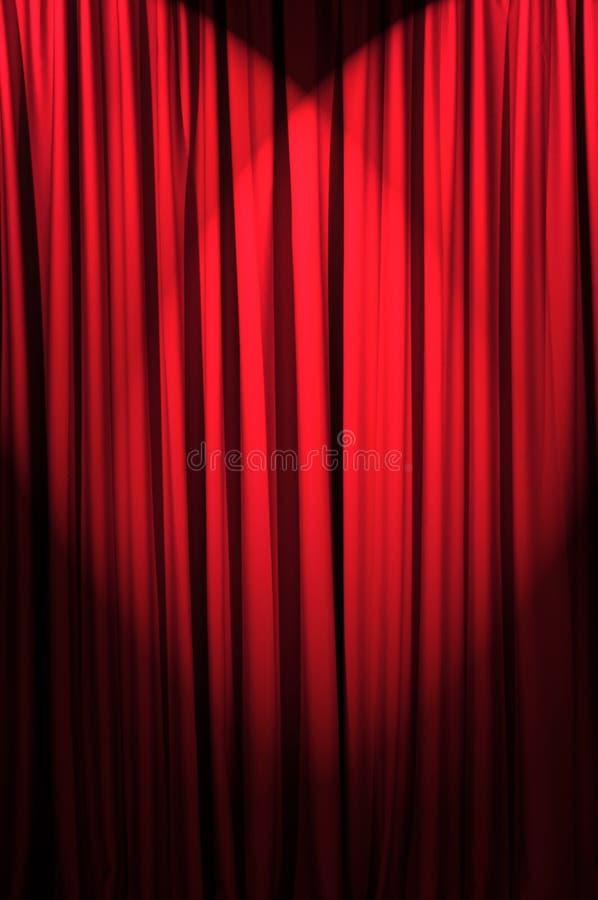 Ljust tända gardiner - theatrebegrepp royaltyfria bilder