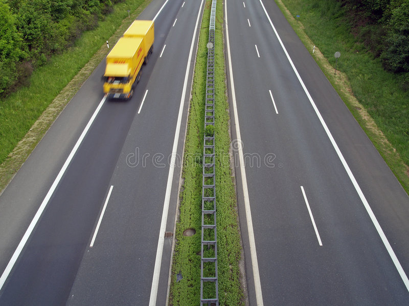 LKW auf Autobahn stockfotografie