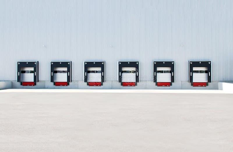 LKW koppelt LKW-Dockingstation an lizenzfreies stockbild