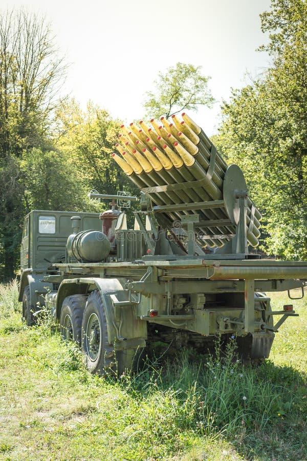 LKW mit Raketen lizenzfreie stockfotos