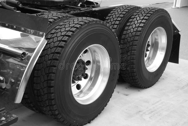 LKW-Reifen stockbilder
