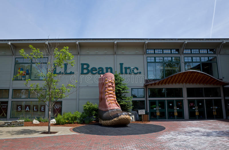 Download LL Bean editorial photo. Image of clothing, online, hunting - 42328776
