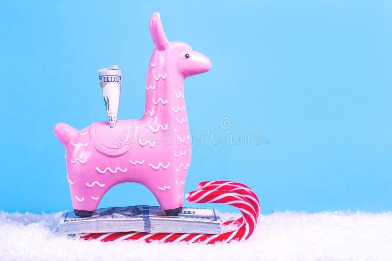 Llama κιβώτιο αποταμίευσης χρημάτων για τα Χριστούγεννα στοκ φωτογραφία με δικαίωμα ελεύθερης χρήσης