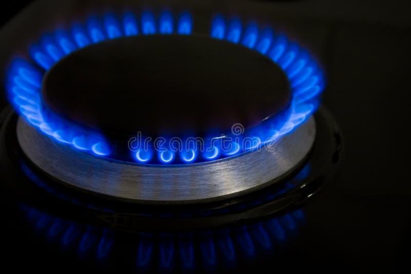 Llama ardiente azul de la estufa imagen de archivo