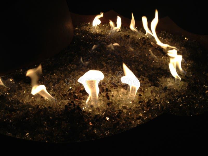 Llama del baile sobre el vidrio del fuego fotografía de archivo