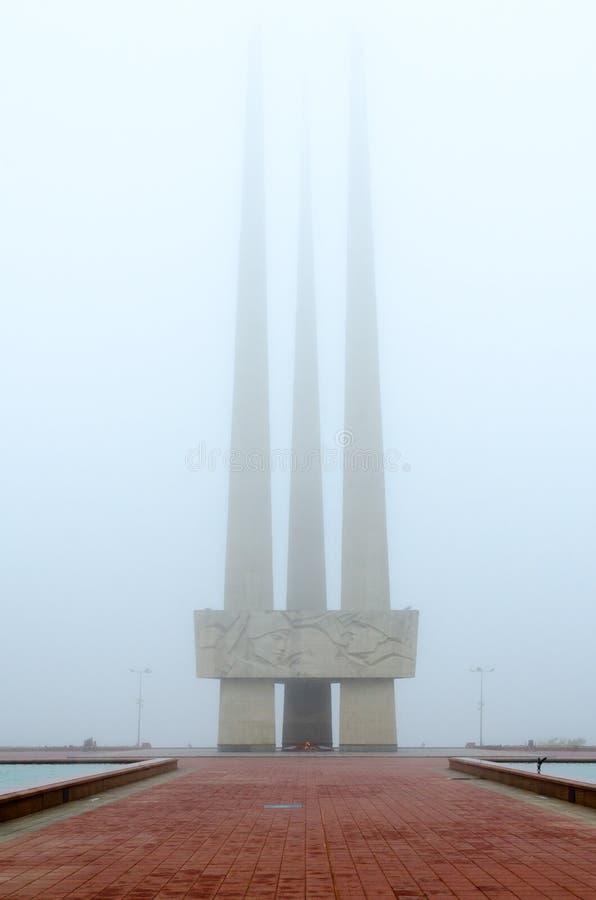 Llama eterna Complejo conmemorativo en honor de los soldados soviéticos - libertadores, partidarios y combatientes subterráneos d fotografía de archivo