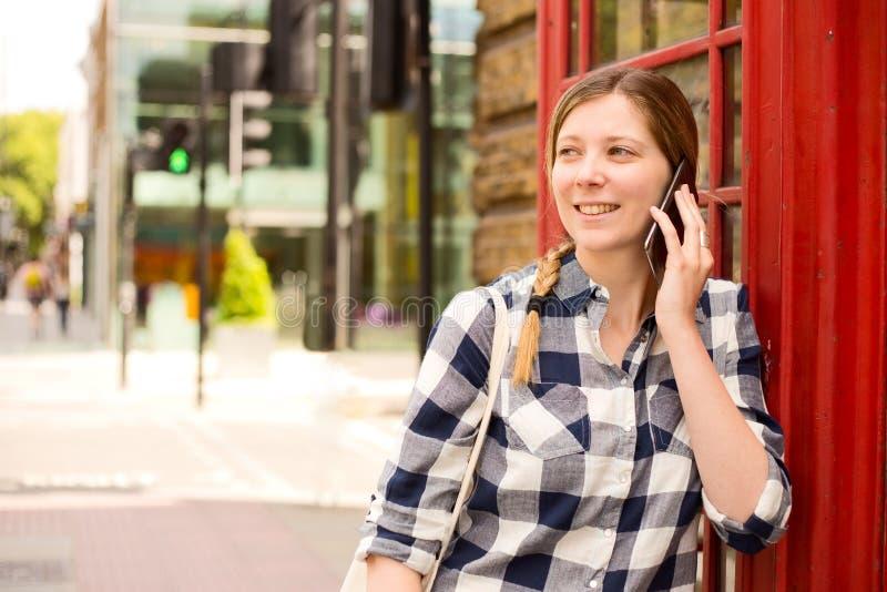 Llamada de teléfono de Londres foto de archivo libre de regalías