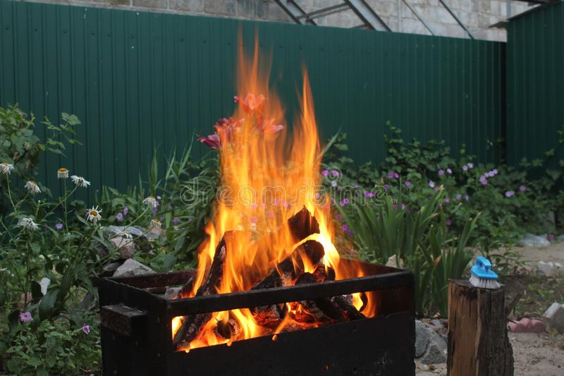 Llamas grandes del fuego fotos de archivo