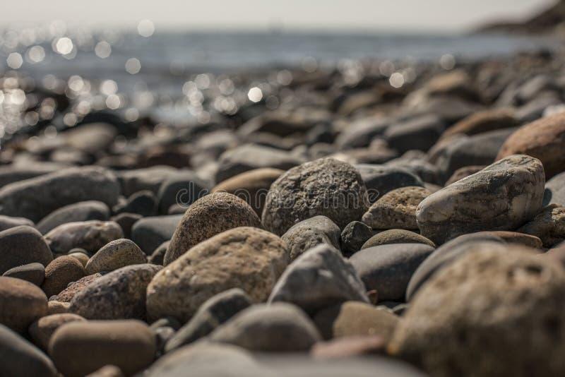 Llanbedrog, Gales norte, o Reino Unido - o Pebble Beach fotos de stock