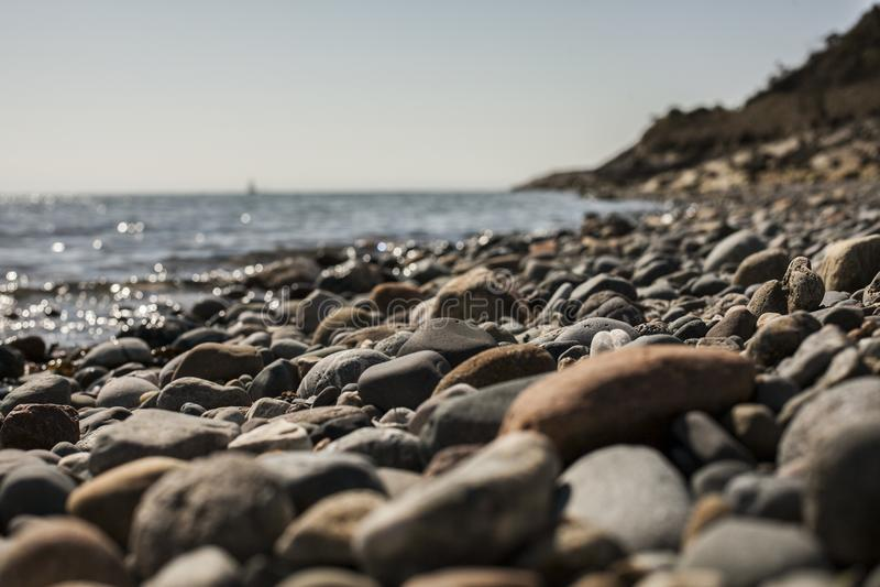 Llanbedrog, Gales norte, o Reino Unido - a praia e o mar fotos de stock royalty free