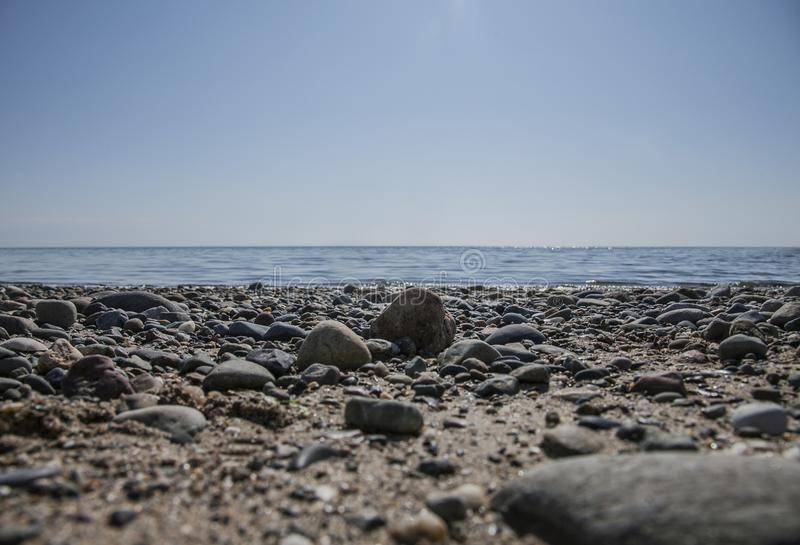 Llanbedrog, Gales - seixos em uma praia imagem de stock