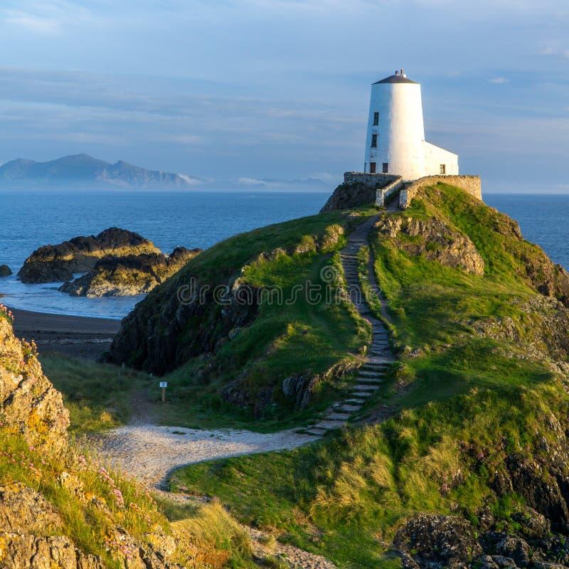 Llanddwyn latarni morskiej Walia zmierzch - Snowdonia obrazy royalty free
