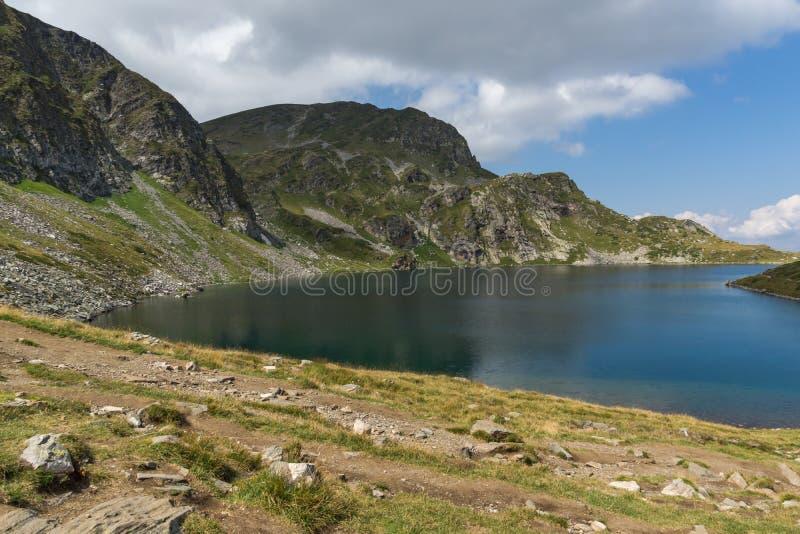 Llandscape z Cynaderki jeziorem przy Siedem Rila jeziorami, Rila góra, Bułgaria zdjęcia royalty free