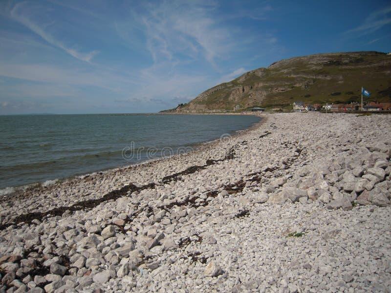 LLandudno härliga Wales Taget från den Llandudno platsen som ser drevet trevligt väder royaltyfria bilder