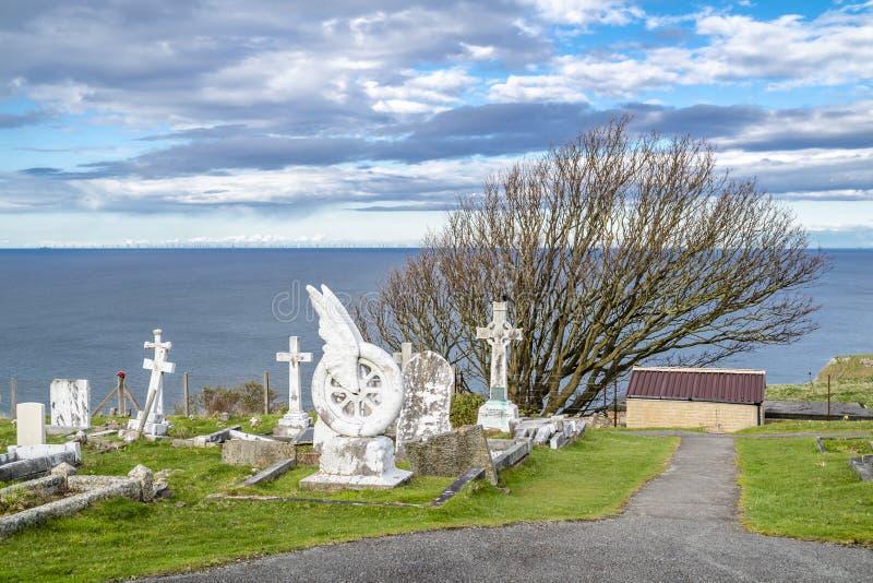 Llandudno, Walia, UK - Kwiecień 22 2018: Unikalny gravestone Beatrice Blore-Browne stoi przy St Tudno ` s kościół zdjęcie stock