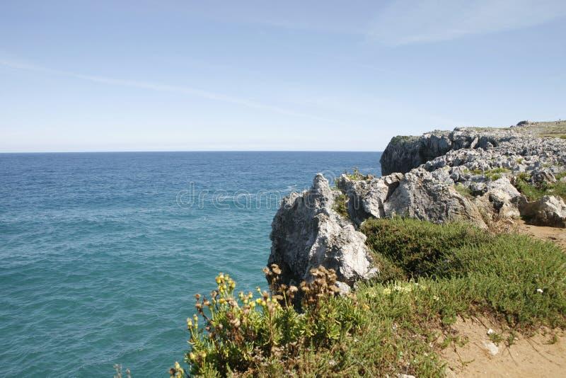 Llanes na costa das Astúrias fotografia de stock royalty free