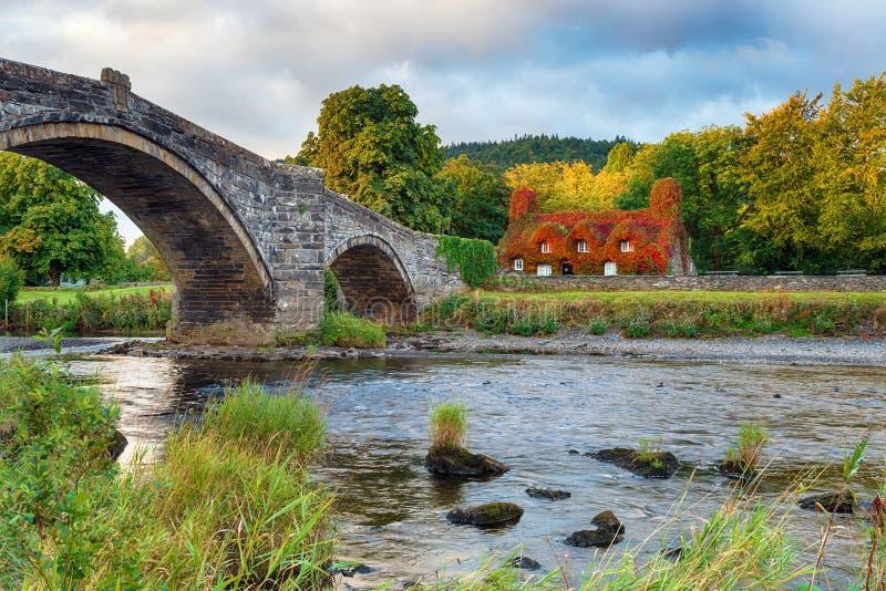 Llanrwst-Brücke in Nord-Wales lizenzfreie stockfotos