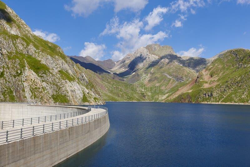 Llauset水坝在阿拉贡 水力发电的能量力量 迁徙的路线 库存图片