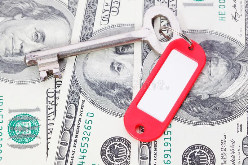 llave con las cuentas de dólares fotografía de archivo libre de regalías