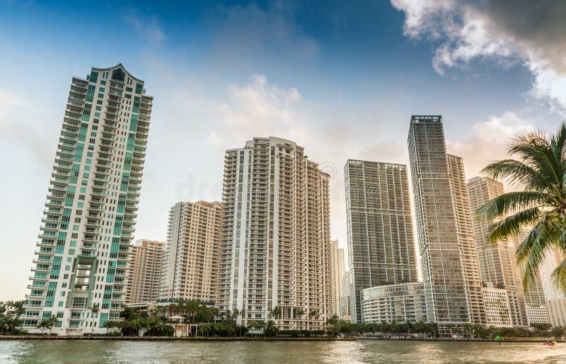Llave de Brickell, Miami Horizonte del centro de la ciudad fotos de archivo