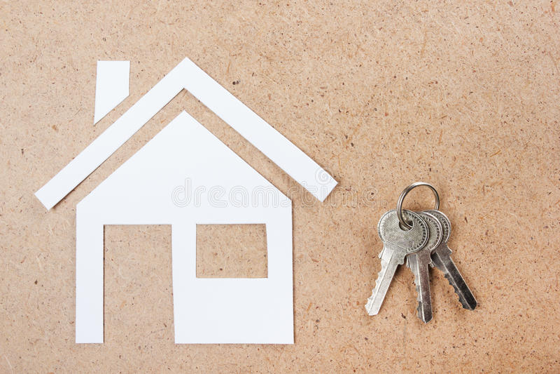 Llave de plata con la figura de la casa y en fondo de for Casa de diseno la plata