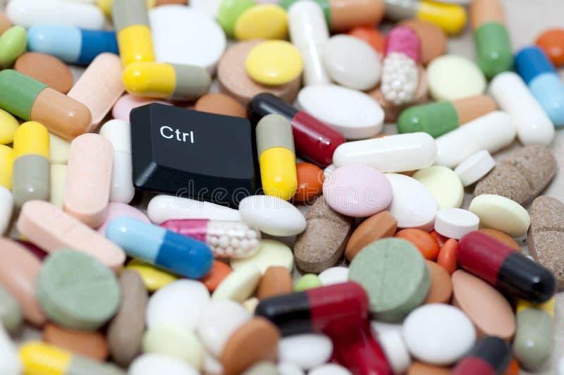 Llave del Ctrl (control) entre las drogas (drogas del control) fotografía de archivo